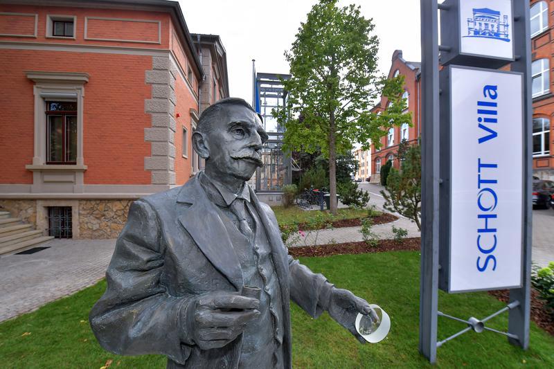 Statue of Otto Schott outside the SCHOTT Villa